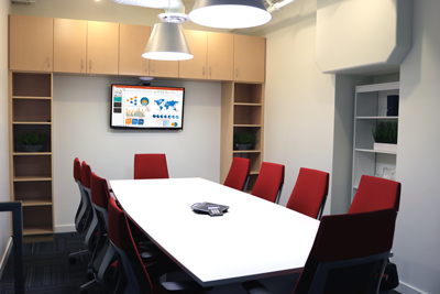 Comfortable & well-equipped meeting room
